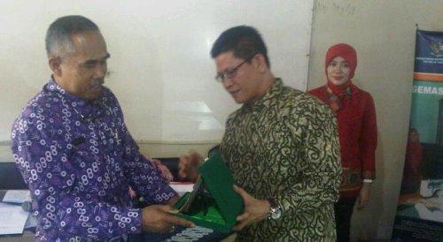 Wakil Ketua DPRD Kabupaten Tangerang, Barhum HS (kanan).