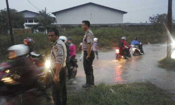 Hadapi Banjir, Polsek Tigaraksa Siapkan Perahu Evakuasi