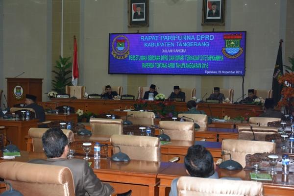 Belanja Daerah Capai Rp 4,687 Triliun, Bupati Zaki Bersama DPRD Menandatangani Persetujuan Bersama APBD Tahun 2016
