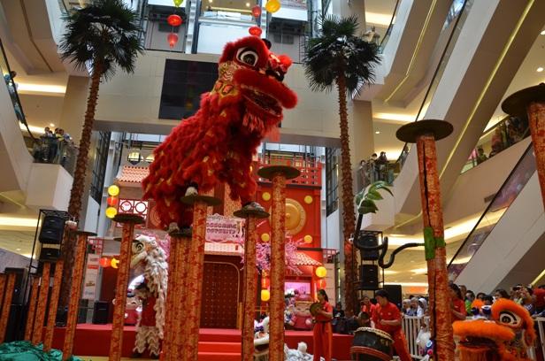 Sambut Imlek, Tangcity Mall Hadirkan Akrobatik Memukau