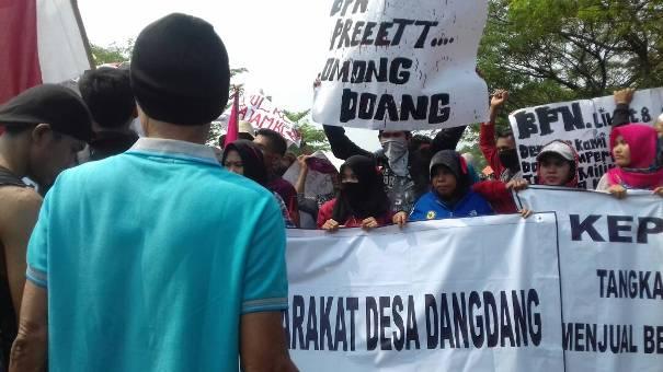 Ratusan Warga Dangdang Kembali Geruduk DPRD