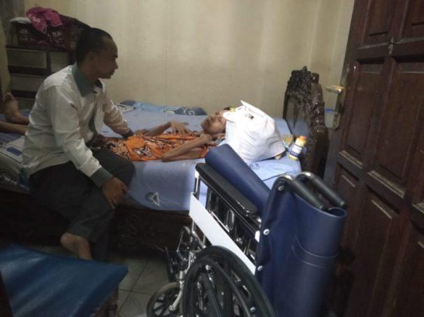 PWI Kabupaten Tangerang Salurkan Bantuan kepada Penderita Stroke
