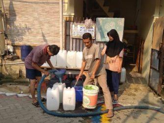 Sumur Bor Warga Sudirman Indah Kering, Pemkab Tangerang Salurkan 5.000 Liter Air Bersih