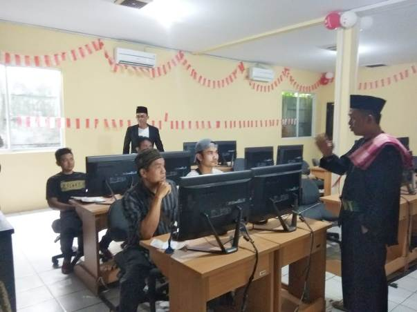 Sambut HUT RI, Petugas Pelayanan Sat Lantas Polresta Tangerang Kenakan Kostum Pejuang