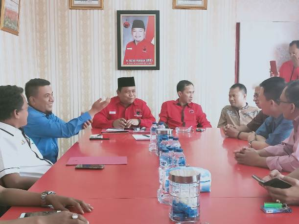 Tim Pemenangan Firdaus Ambil Formulir di PDIP