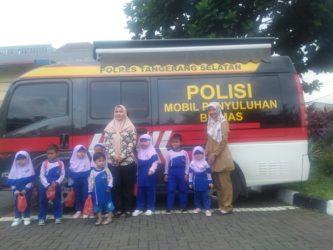 Kunjungi Polsek Pagedangan, Siswa PAUD Fatiha Nariman Diajari Kedisiplinan