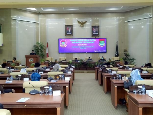Kholid Ismail Pimpin Rapat Paripurna Penyampaian KUA-PPAS Perubahan APBD 2020